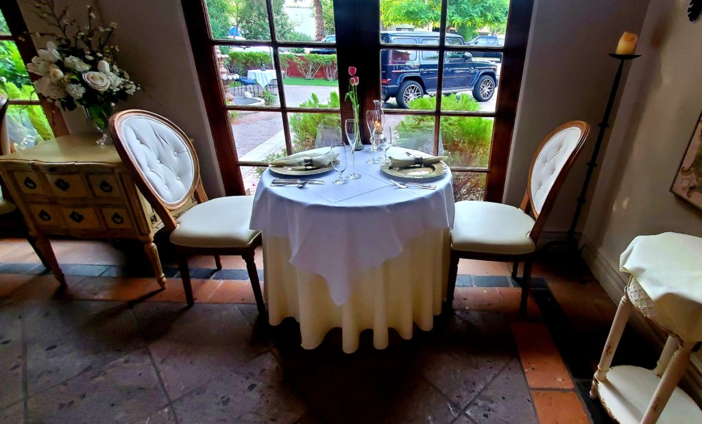 DIG Scottsdale Cafe Monarch table setting
